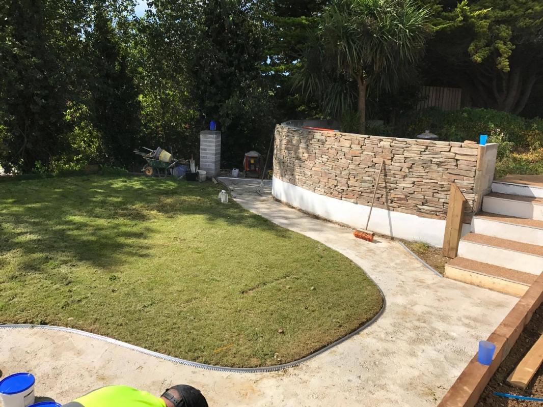 Oltco Resin Bound Gravel Driveway Specialists Use Carnglaze Blend to Create Driveways and Patios
