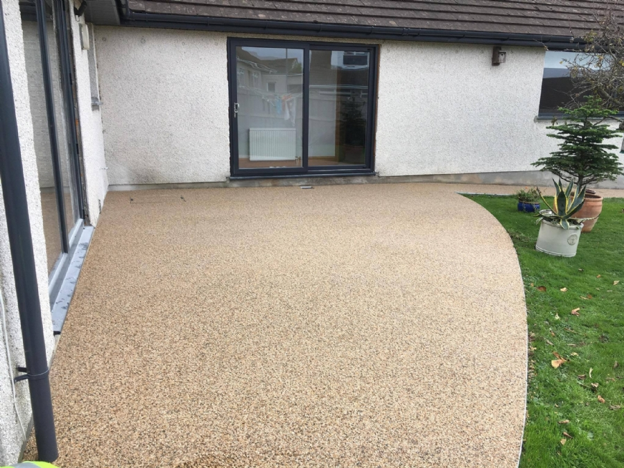 House Wrap With Resin Bound Gravel