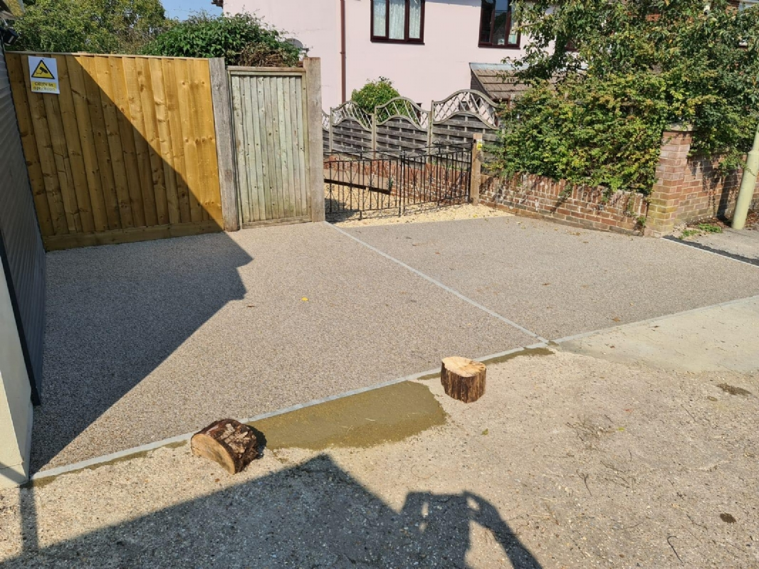 Sustainable resin driveway company, Oltco Winchester, installs resin bound driveway and garage area for customer in Andover
