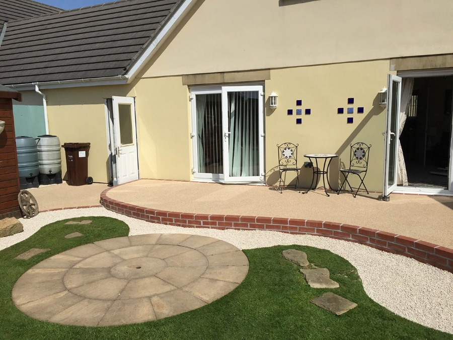 Resin Bound Patio with lots of curve appeal