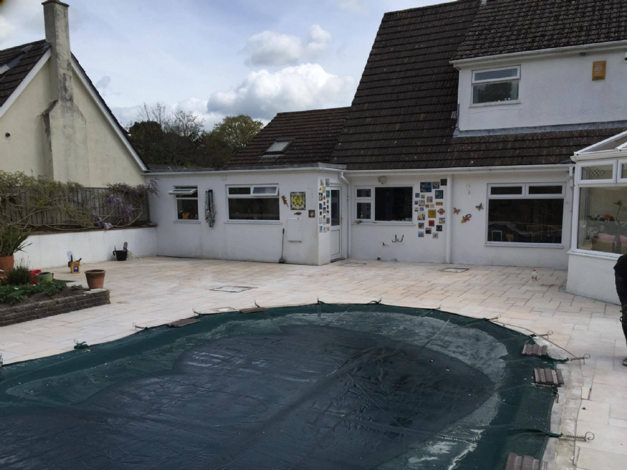 A practical solution for swimming pool paving