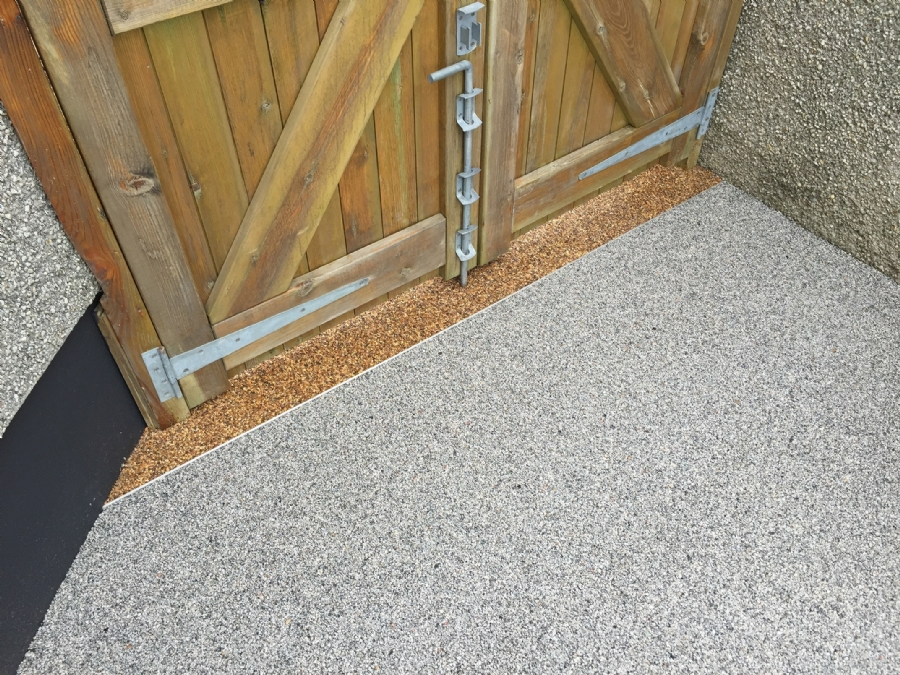 Zoning with resin bound gravel