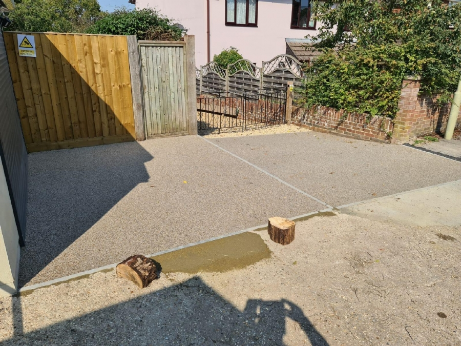 Oltco Winchester transforms driveway and garage area with its premium resin bound blends